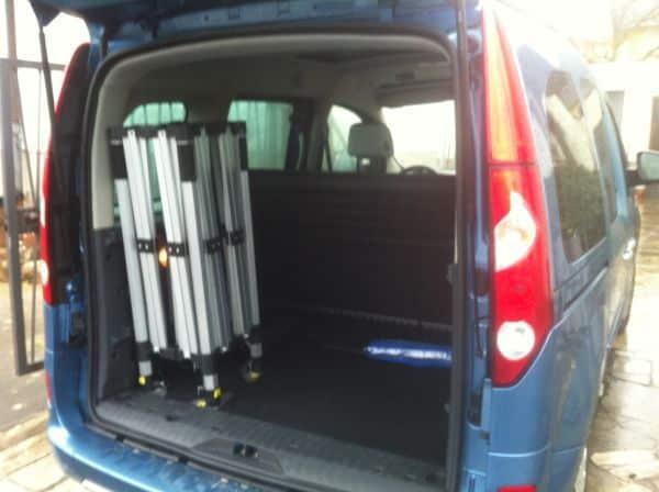 Der stabile Faltpavillon Rahmen passt sogar aufrecht in einen Minivan wie Peugeot Partner oder Kangoo.