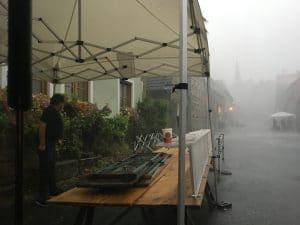 Faltpavillon bei Sturm