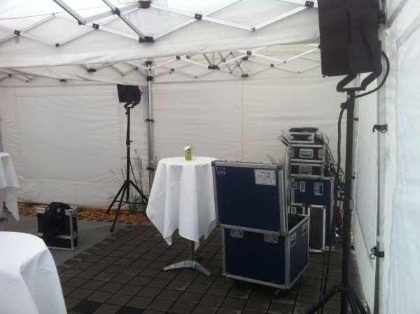 Die DJ-Ecke im Faltpavillon