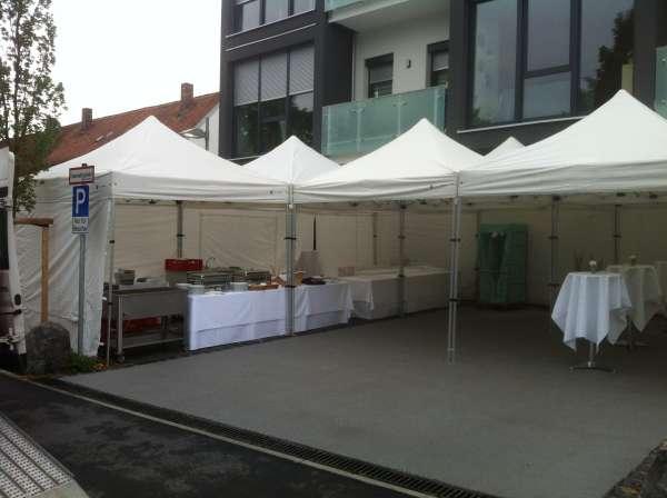 Firmenfeier Faltpavillons Mitarbeiterfest mit Catering und Musik