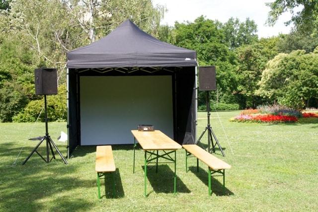 Faltpavillon schwarz. Das schwarze Faltpavillon wird häufig mit hellen Wänden kombiniert. Es ist sehr populär als BBQ-Zelt.