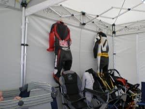 Racing Zelt, das die Klamotten aushält