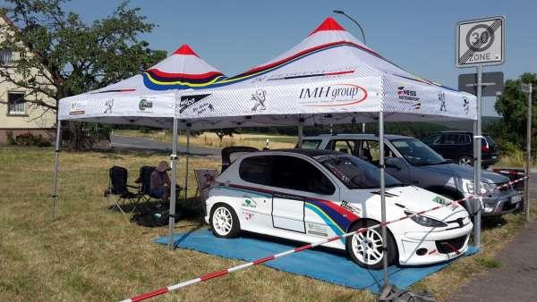 Racing Zelt mit Druck auf Dach